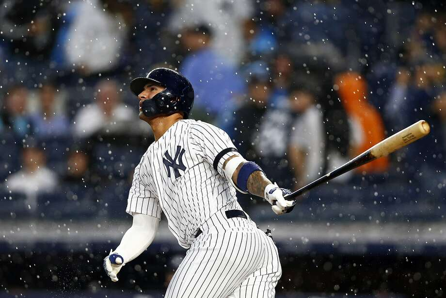Gleyber Torres hits a three-run home run, one of three blasts by the Yankees in the fourth inning. Photo: Adam Hunger / Associated Press
