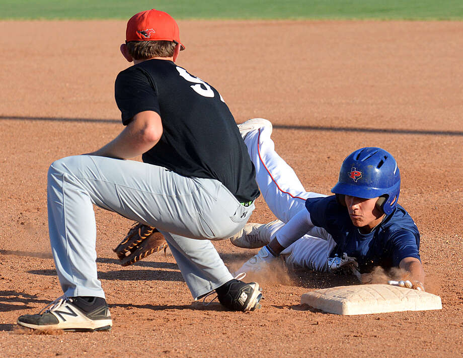 Plainview baserunner Devin Rogers dives safely back into first before the Shallowater defender can apply the tag. Photo: Nathan Giese/Planview Herald