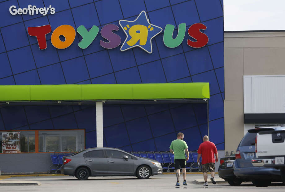 "A Toys""R""Us retail store in Louisville, Ky., on Sept.18, 2017. Photo: Bloomberg Photo By Luke Sharrett. / © 2017 Bloomberg Finance LP"