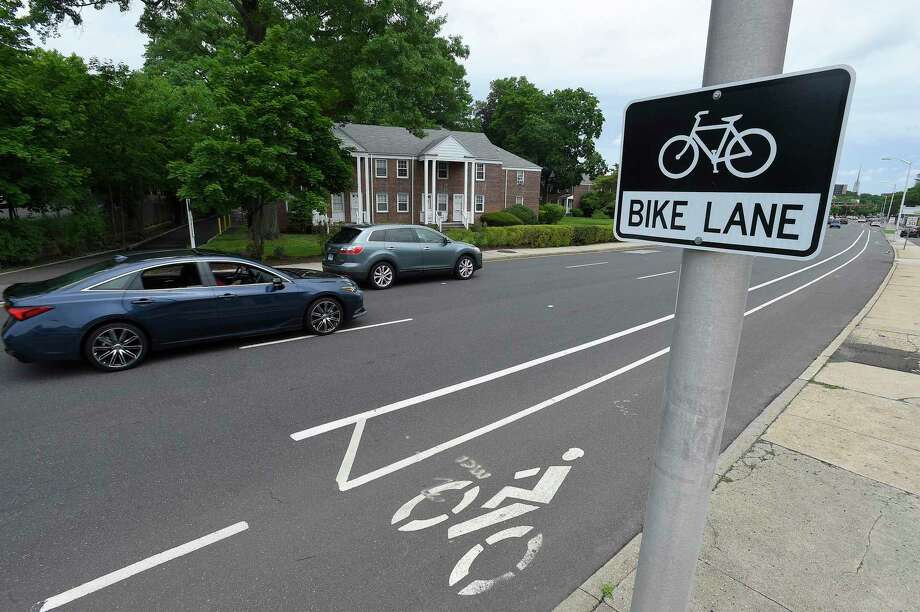 The City of Stamford has implemented dedicated bicycle lanes, such as this one on Summer Street near Bulls Head Corner. Photo: Matthew Brown / Hearst Connecticut Media / Stamford Advocate