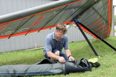 Houston hang glider pilot safely on the ground following