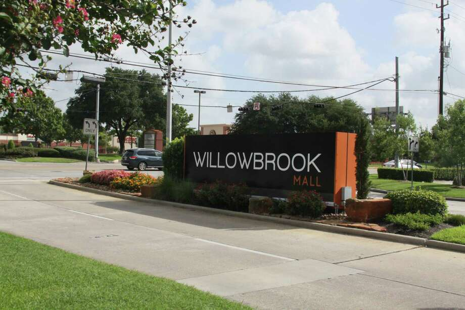 Willowbrook Mall is having issues with burglary of motor vehicles in the parking lot as well as shoplifting within the stores. Photo: Mayra Cruz