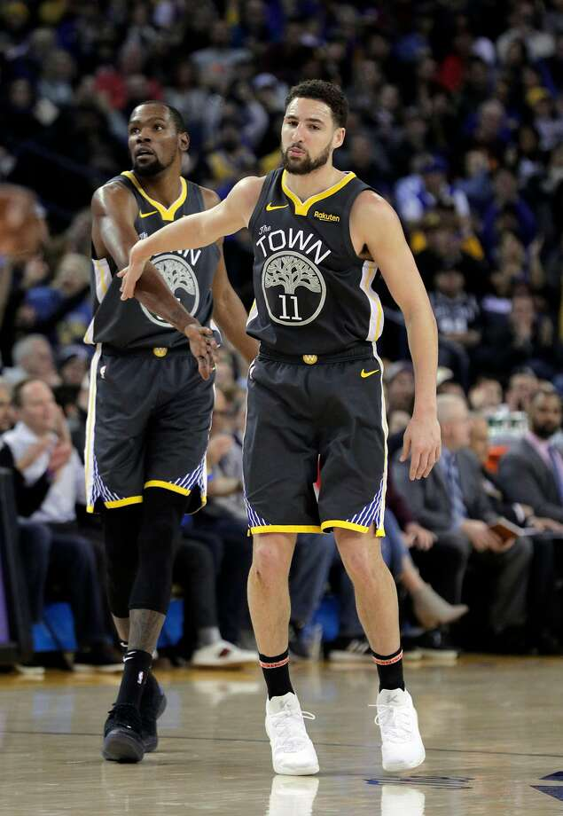 Injured Warriors players Kevin Durant (left) and Klay Thompson have decisions to make in the next few days. Photo: Carlos Avila Gonzalez / The Chronicle