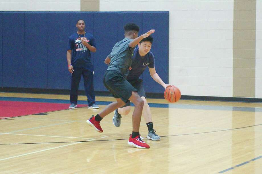 Joshua Chen (right) and Jaeden McCleskey participate in a one-on-one drill at the Dawson summer basketball camp. Photo: Kirk Sides / Staff Photographer / © 2019 Kirk Sides / Houston Chronicle