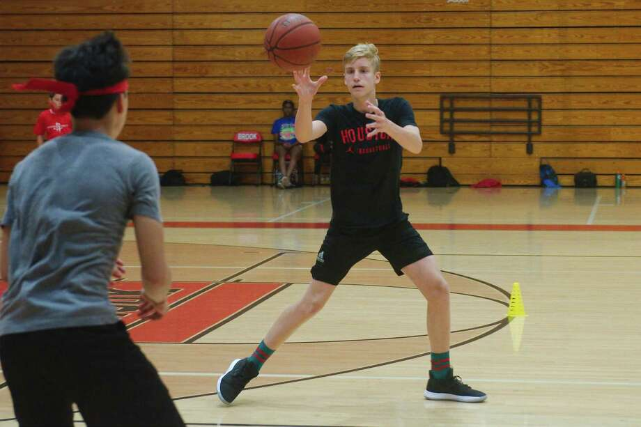 Luis Rodriguez (left) and Sam Thompson participate in a passing drill at the Clear Brook summer basketball camp. Photo: Kirk Sides / Staff Photographer / © 2019 Kirk Sides / Houston Chronicle