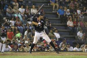 Roberto Valenzuela and the Tecolotes grabbed a series opening win Tuesday against Oaxaca.