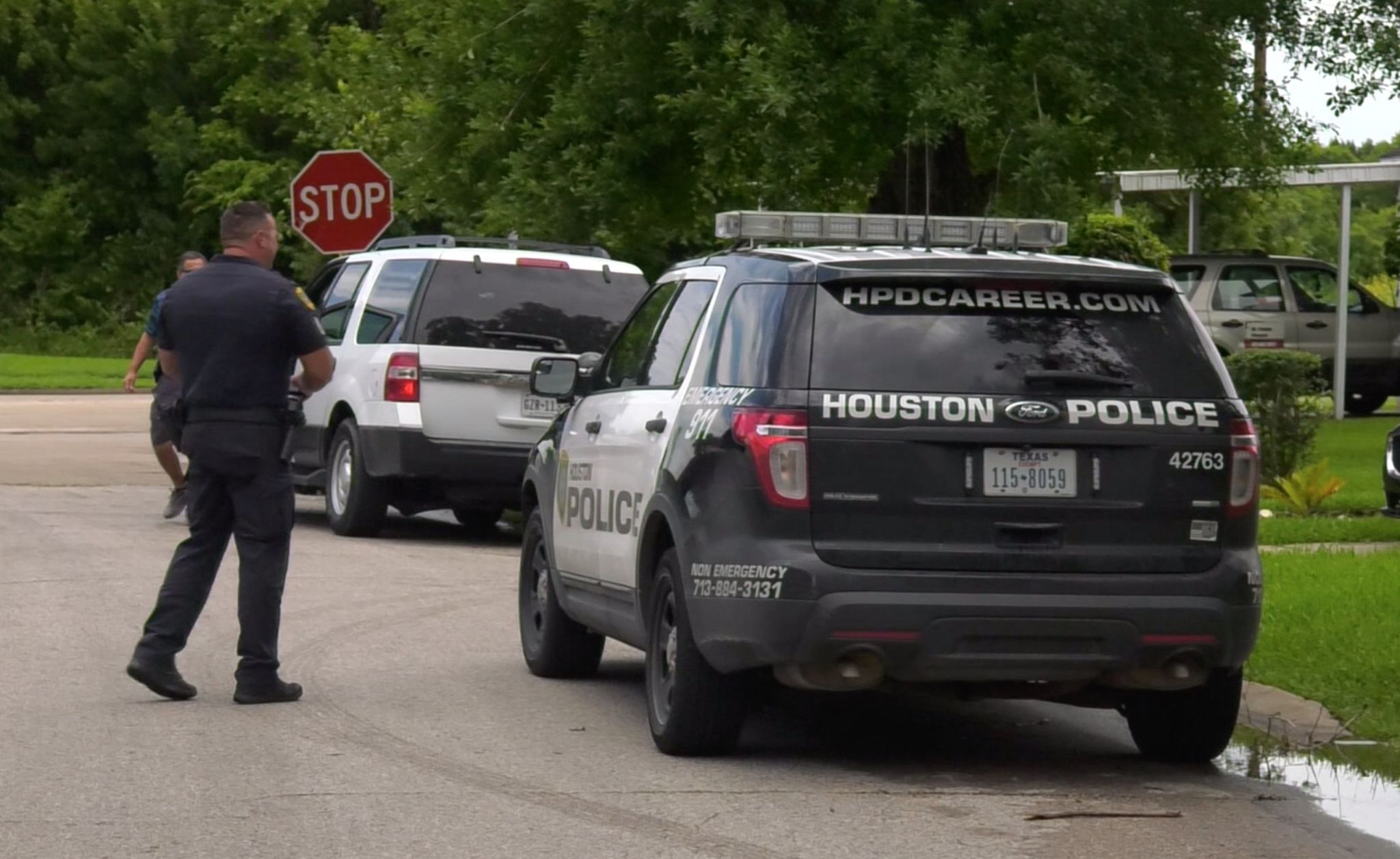 Boy, 2, shoots self in leg in Houston's Acres Homes, police say