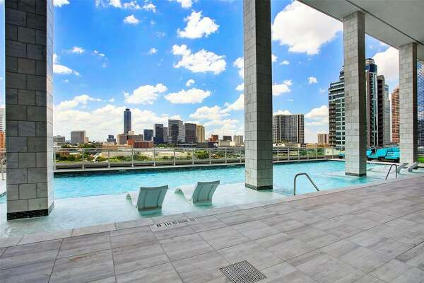 10. 1409 Post Oak Boulevard #904, HoustonSold Price Range: $717,001 - $827,0001,695 square feet Astoria amenities: Pool, exercise room, party room, service elevator.
