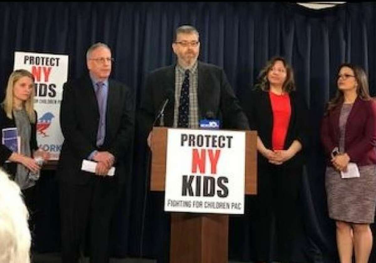 Activist Gary Greenberg and lawmakers are pushing a law that would mandate schools teach children the difference between