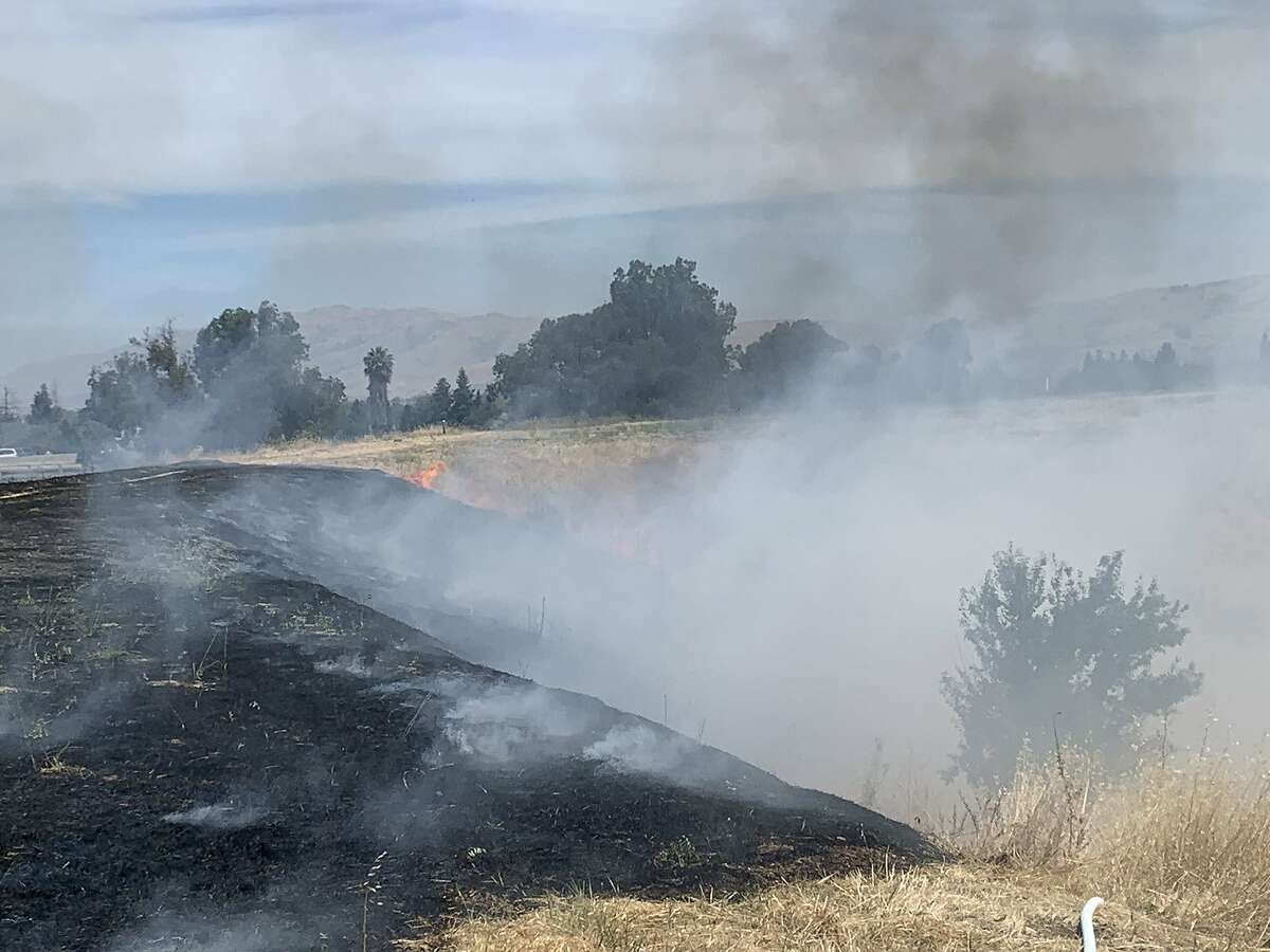 A vegetation fire broke out Monday morning off the side of Highway 280 in San Jose, authorities said.