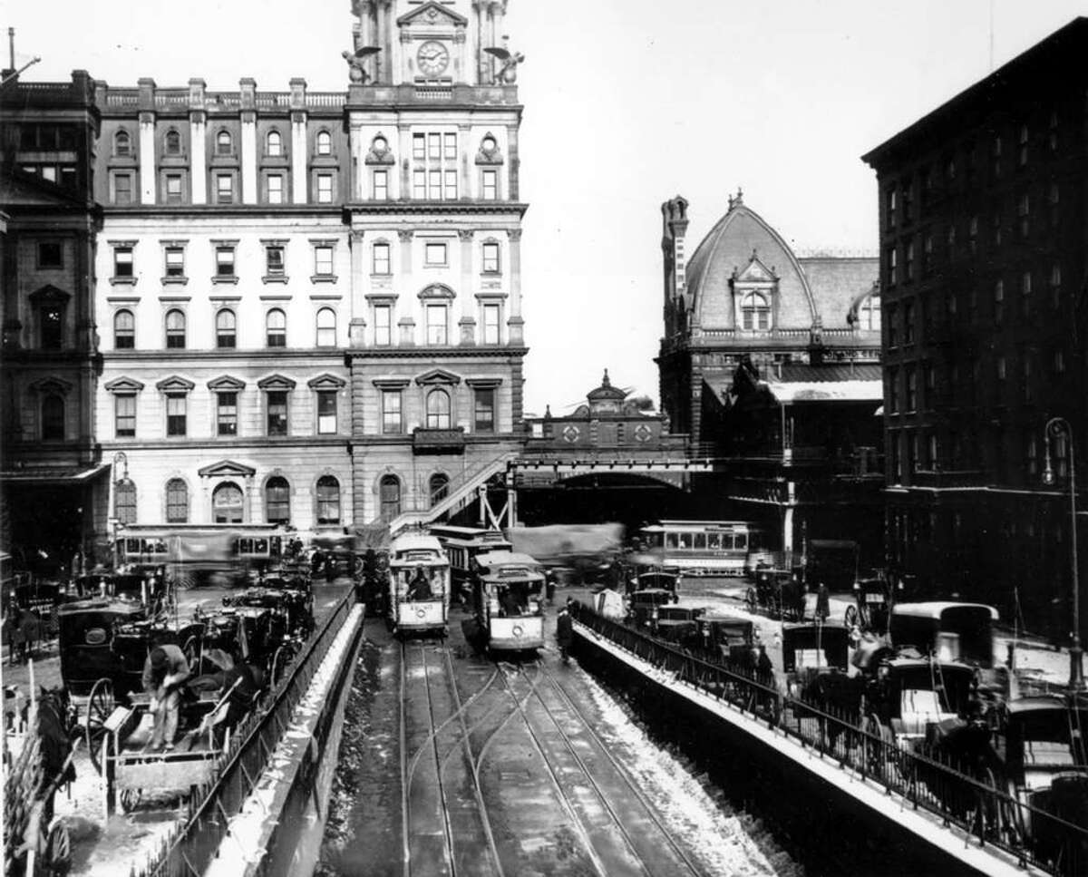 A general view of the exterior of Grand Central Station in New York City in 1909, prior to the completion of the existing terminal. Photo: Anonymous, ASSOCIATED PRESS