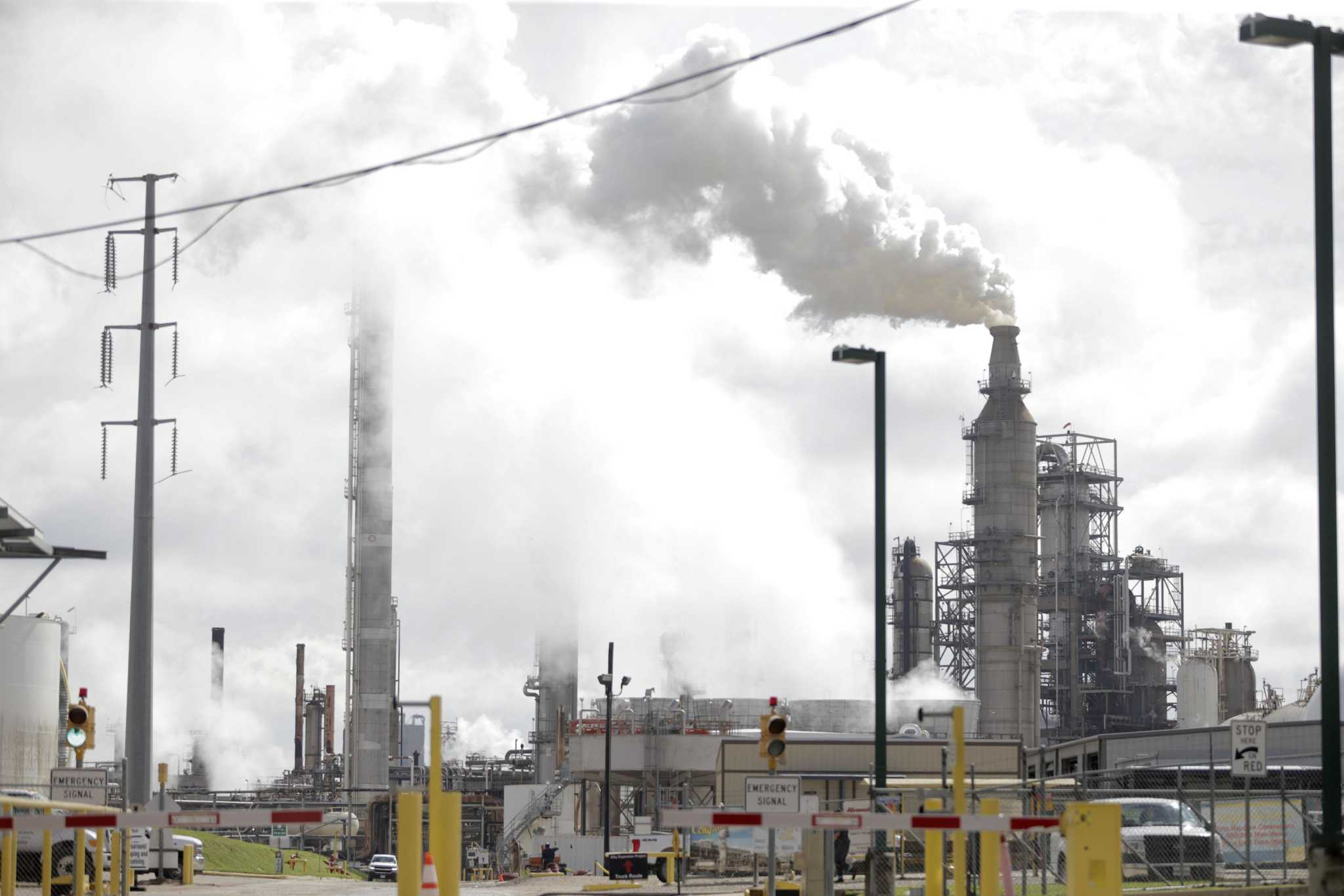 Harris County may turn to federal courts to crack down on Valero's air pollution violations