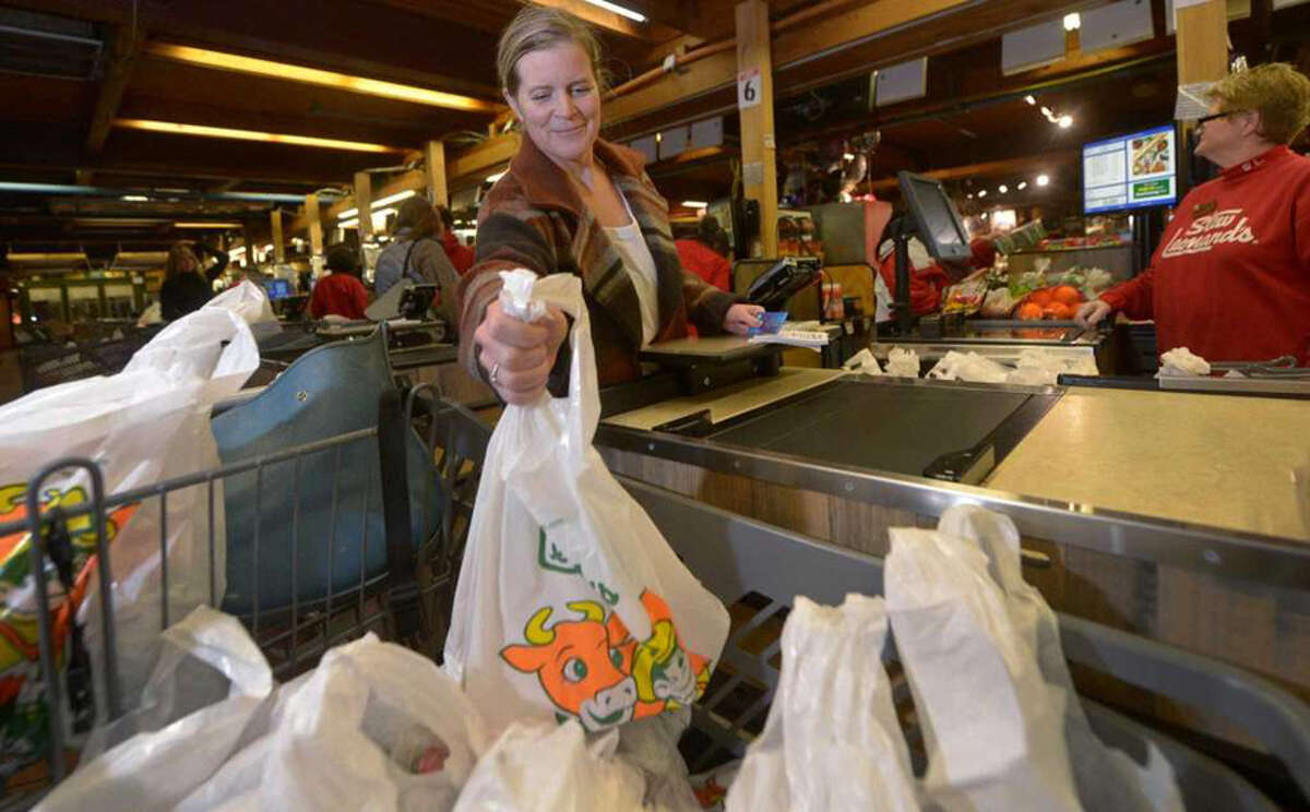 Fairfield resident Katie Keilitz loads her bags into her cart at Stew Leonard's Tuesday, January 8, 2019, in Norwalk, Conn. Norwalk looks to join surrounding municipalities in enacting a single-use plastic shopping bag ban. Erik Trautmann / Hearst Connecticut Media