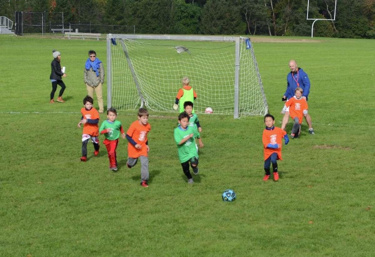 Soccer toward camera_Fotor