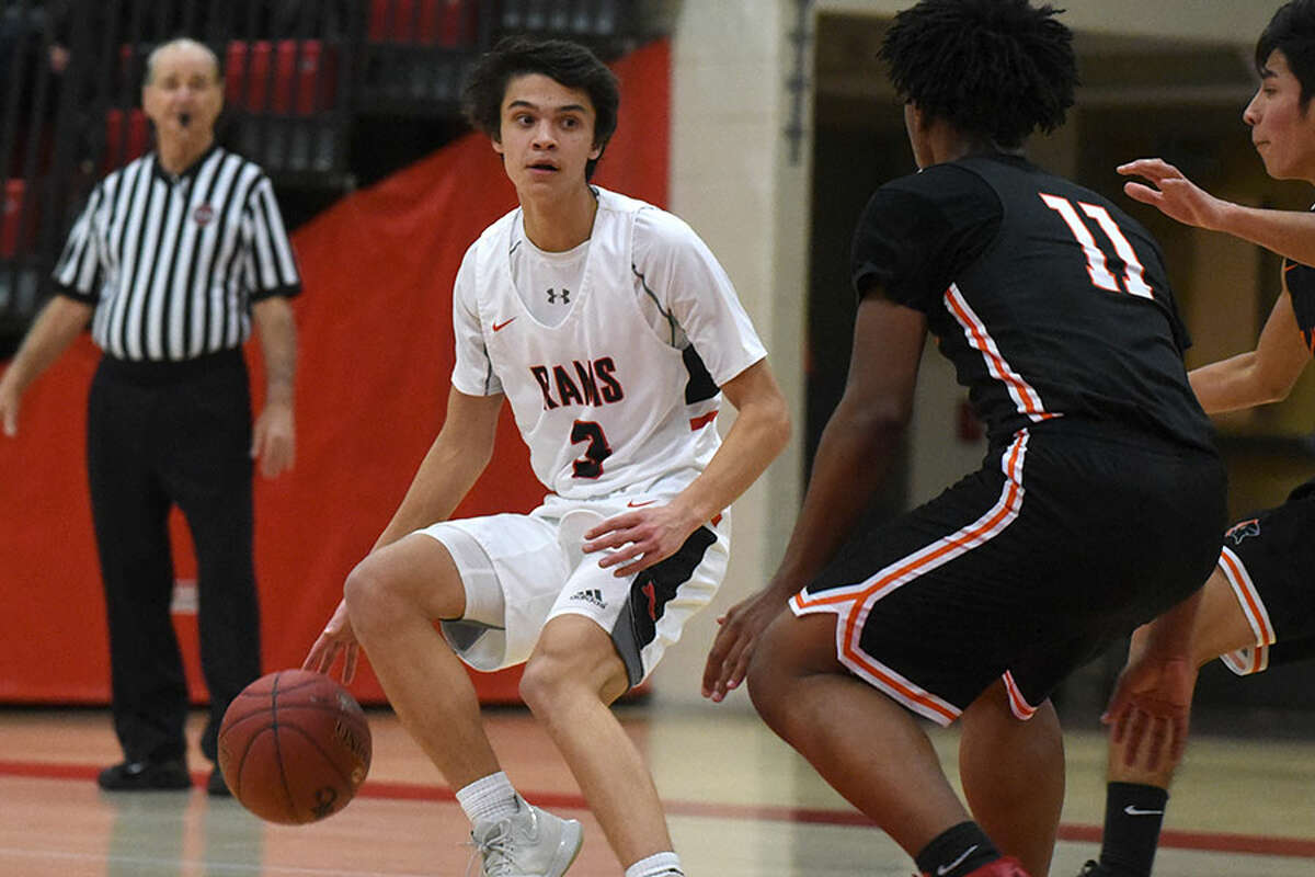 New Canaan's Ben Sarda (3) looks for room during the Rams' game with Stamford at NCHS on Thursday, Jan. 10. - Dave Stewart/Hearst Connecticut Media photo