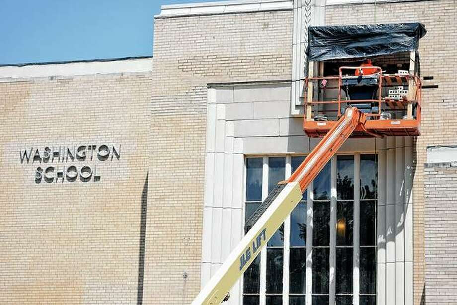 Masonry workers address some of the crumbling facade of the Washington Elementary School building Monday. Photo: Samantha McDaniel-Ogletree | Journal-Courier
