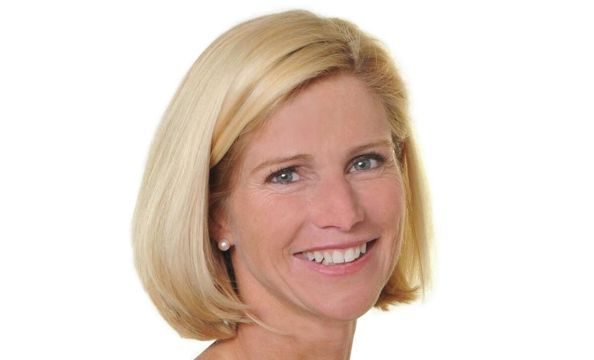 New Canaan: William Raveis recently gave Customer Service awards in August to four of its agents. Wendy Brainard