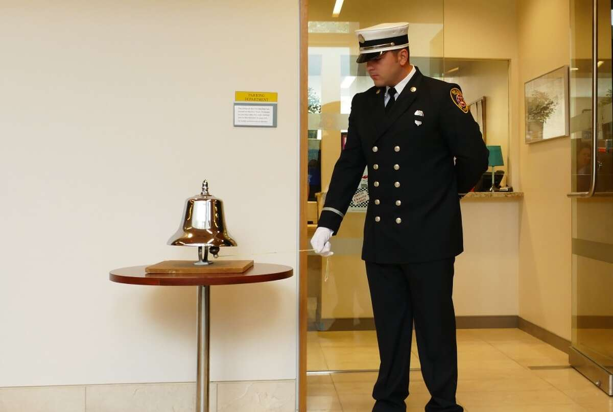 LT. Michael Esposito rang the bell.