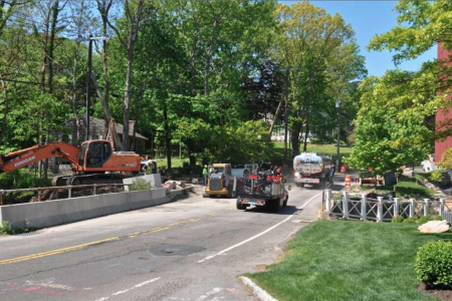 Looking west on Jelliff Mill Road after entering from Rte. 106, bridge work is visible from last summer.— Casey Gertsen photo