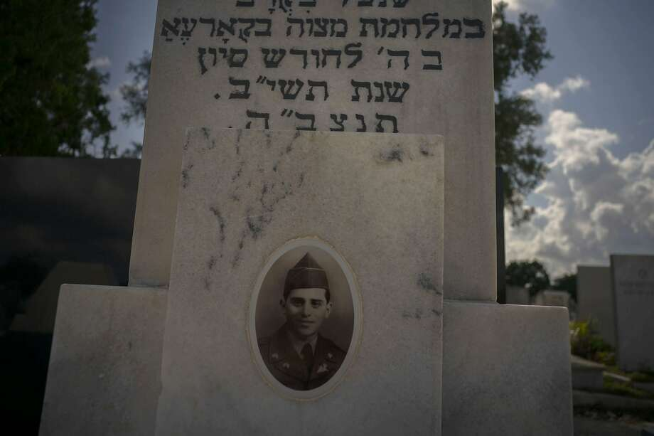 A photo of a Cuban soldier who died fighting in the Korean War decorates his tomb at a Jewish cemetery in Havana. Photo: Ramon Espinosa / Associated Press