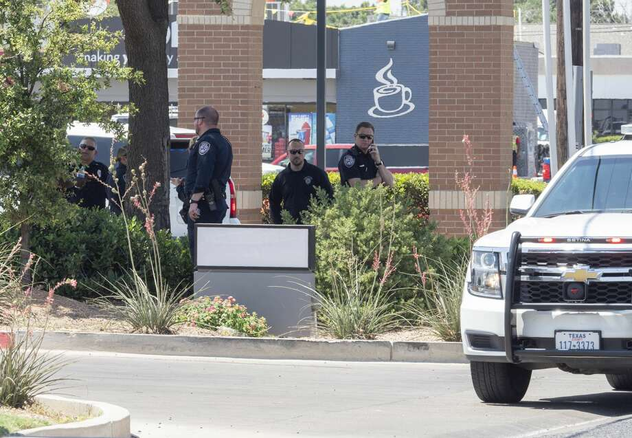 Midland and Odessa bomb personnel responded to a bomb threat 06/25/19 at the Scotsdale Square shopping area. Police searched the area and did not find anything suspicious.  Tim Fischer/Reporter-Telegram Photo: Tim Fischer/Midland Reporter-Telegram