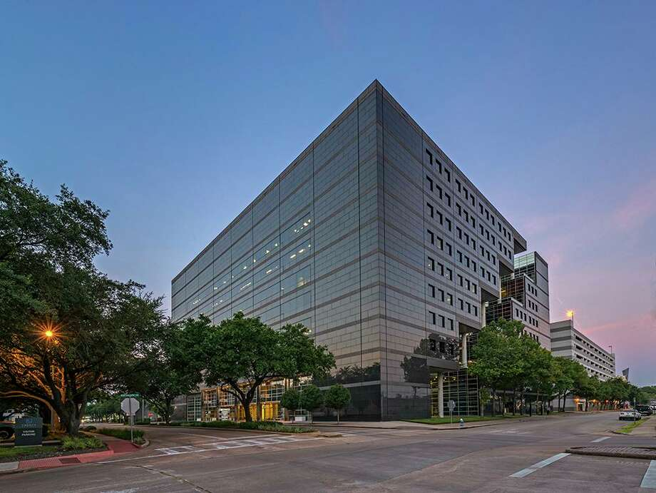 Stockdale Capital Partners has purchased the 20 Greenway Plaza office building from Principal Real Estate Investors. HFF brokered the sale. Photo: HFF / Richard Burger