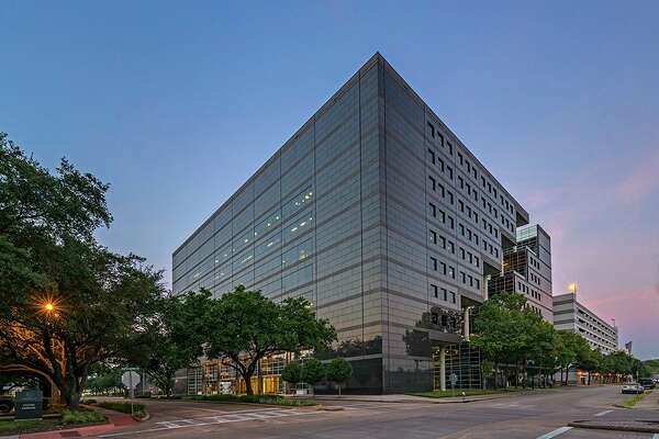 Stockdale Capital Partners has purchased the 20 Greenway Plaza office building from Principal Real Estate Investors. HFF brokered the sale.