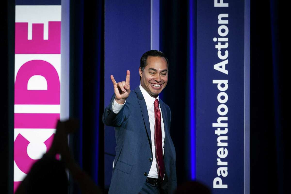 Julian Castro, former secretary of Housing and Urban Development (HUD) and 2020 Democratic presidential candidate, gestures after speaking during the Planned Parenthood Action Fund (PPAF) We Decide 2020 Election Membership Forum in Columbia, South Carolina, U.S., on Saturday, June 22, 2019. Democratic presidential candidates spoke to PPAF members about their plans to protect and expand abortion access and other reproductive health care. Photographer: Al Drago/Bloomberg