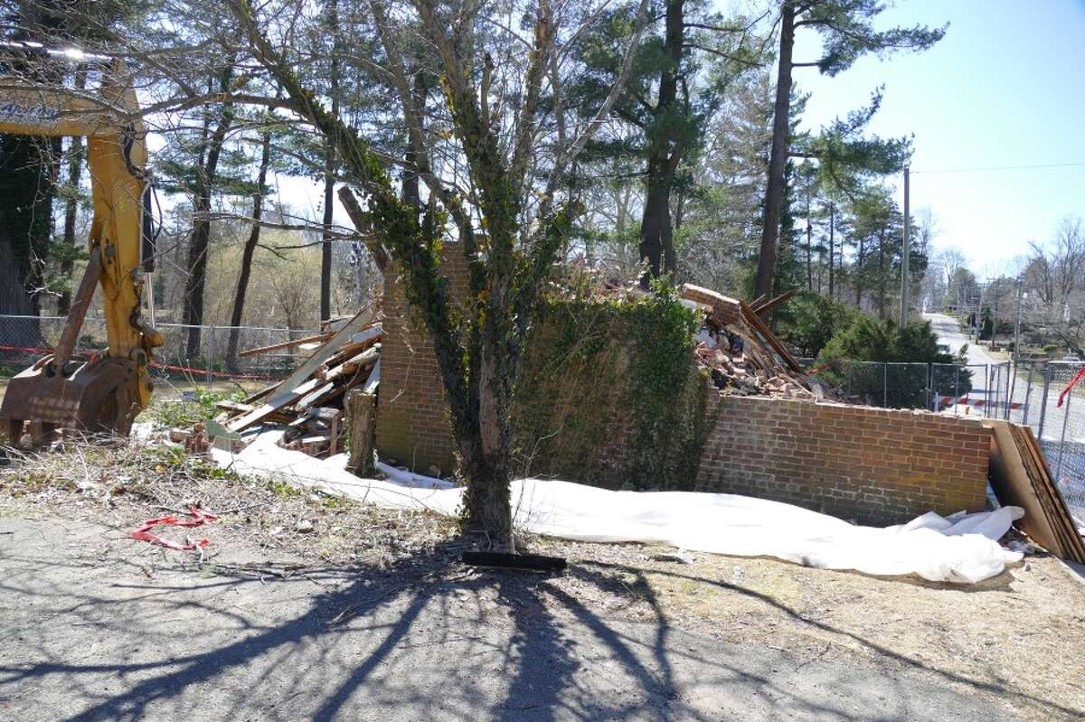 Mead Park barn was also called the Richmond Hill Garage and a kerosene depot. Now it is rubble. - Grace Duffield photo