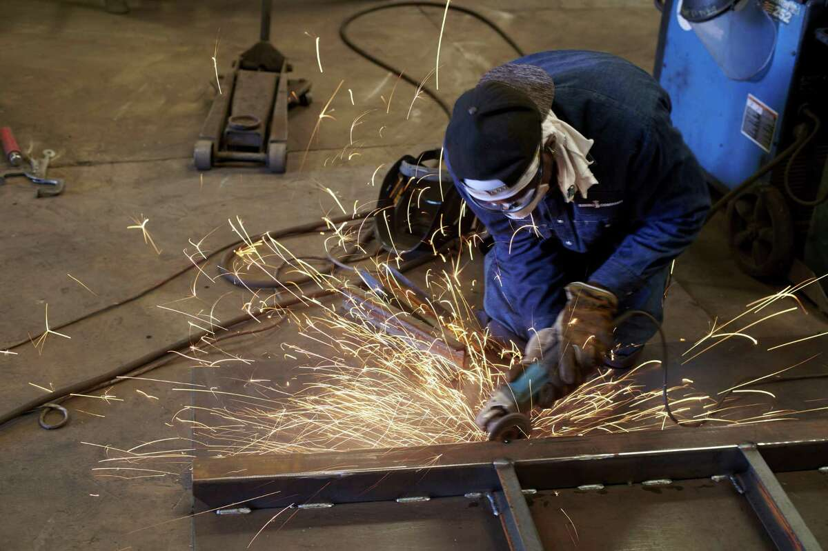 Growth in Texas' manufacturing sector rebounded in December, according to a survey of business executives conducted by the Federal Reserve Bank of Dallas.