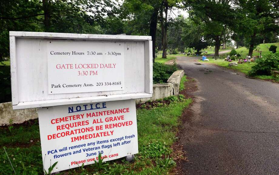 A view of the entrance to Park Cemetery in Bridgeport. Photo: Christian Abraham / Hearst Connecticut Media / Connecticut Post
