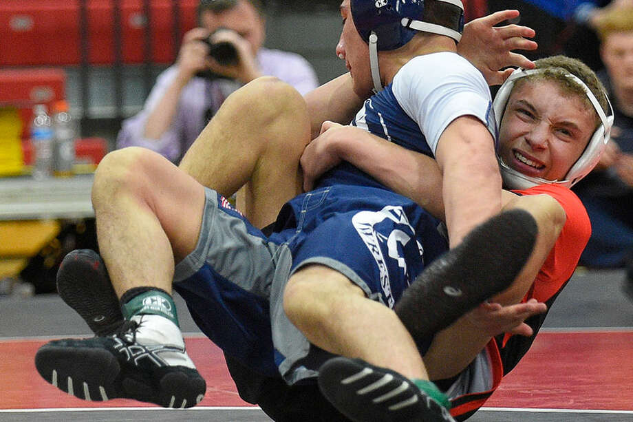 New Canaan's Justin Mastroianni (red) defeated Wilton's Nick Rende (blue) 3-2 in the 126-pound final at last spring's FCIAC wrestling championships in New Canaan. — Matthew Brown/Hearst Connecticut Media photo / Stamford Advocate