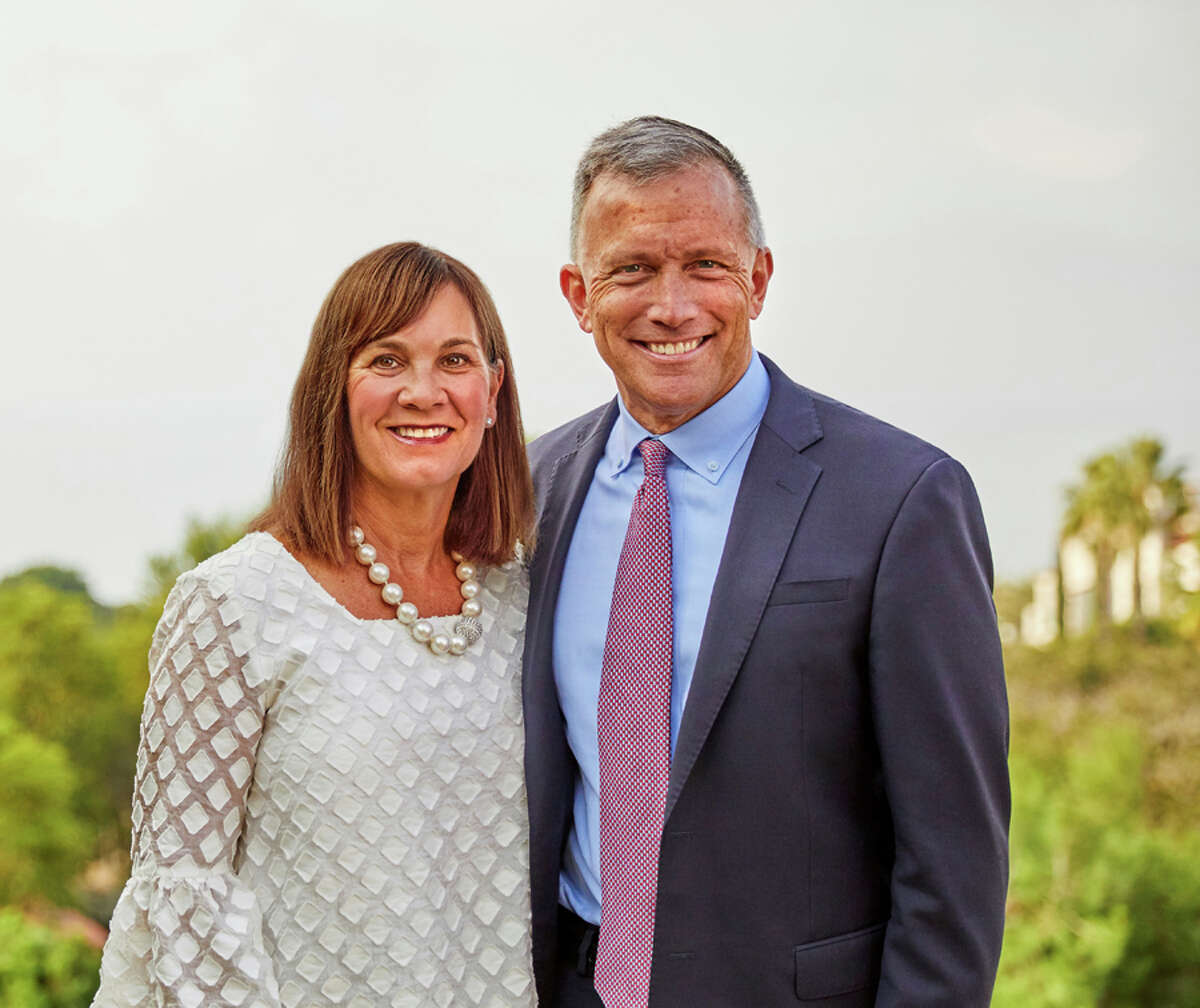 Stephen J. and Jennifer L. Czech have donated $1 million to fund scholarships for retired U.S. Navy SEALs enrolled at The University of Chicago Booth School of Business.