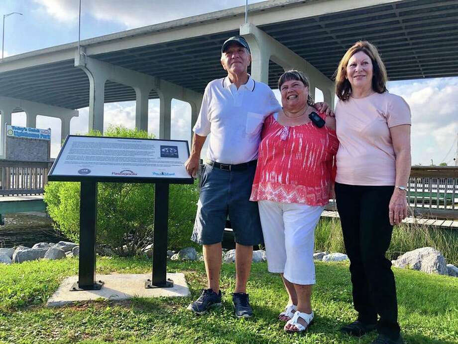Calvin Parker stands with family members at the historical marker in Pascagoula, Miss., that depicts the night he and the late Charles Hickson say they were abducted by aliens 45 years ago. Photo: Handout Photo / handout