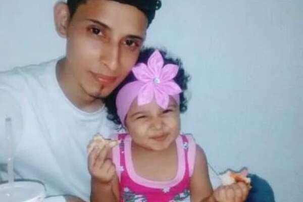 "?""scar Alberto Martínez Ramírez and his daughter, Valeria, in a family photo."