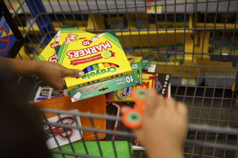 Customers browse Crayola school supplies displayed for sale at a Wal-Mart Stores Inc. location in Burbank, Calif., on Aug. 8, 2017. Photo: Bloomberg Photo By Patrick T. Fallon. / © 2017 Bloomberg Finance LP