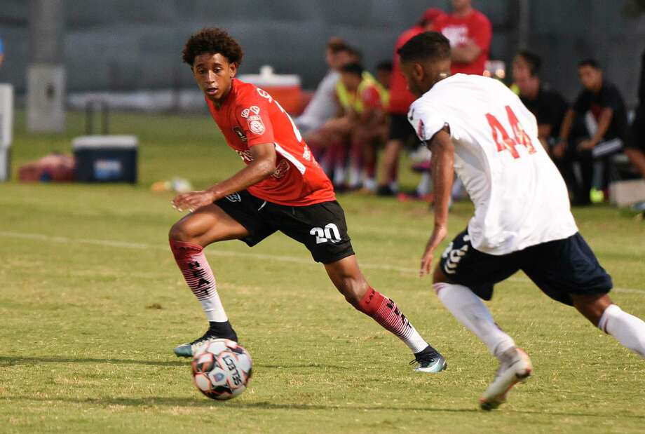 Julian Gaines looks to help the Heat get into the playoff as they start their two-game road trip Thursday. Photo: Danny Zaragoza /Laredo Morning Times File
