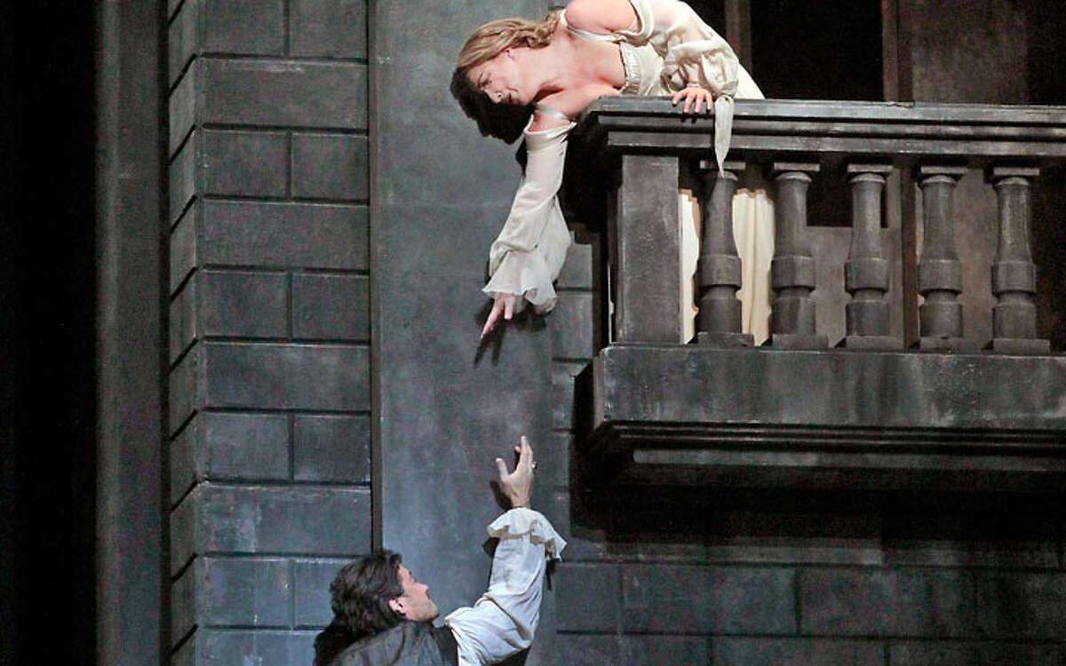Vittorio Grigolo and Diana Damrau reunite for a new production of Gounoud's Roméo et Juliette.