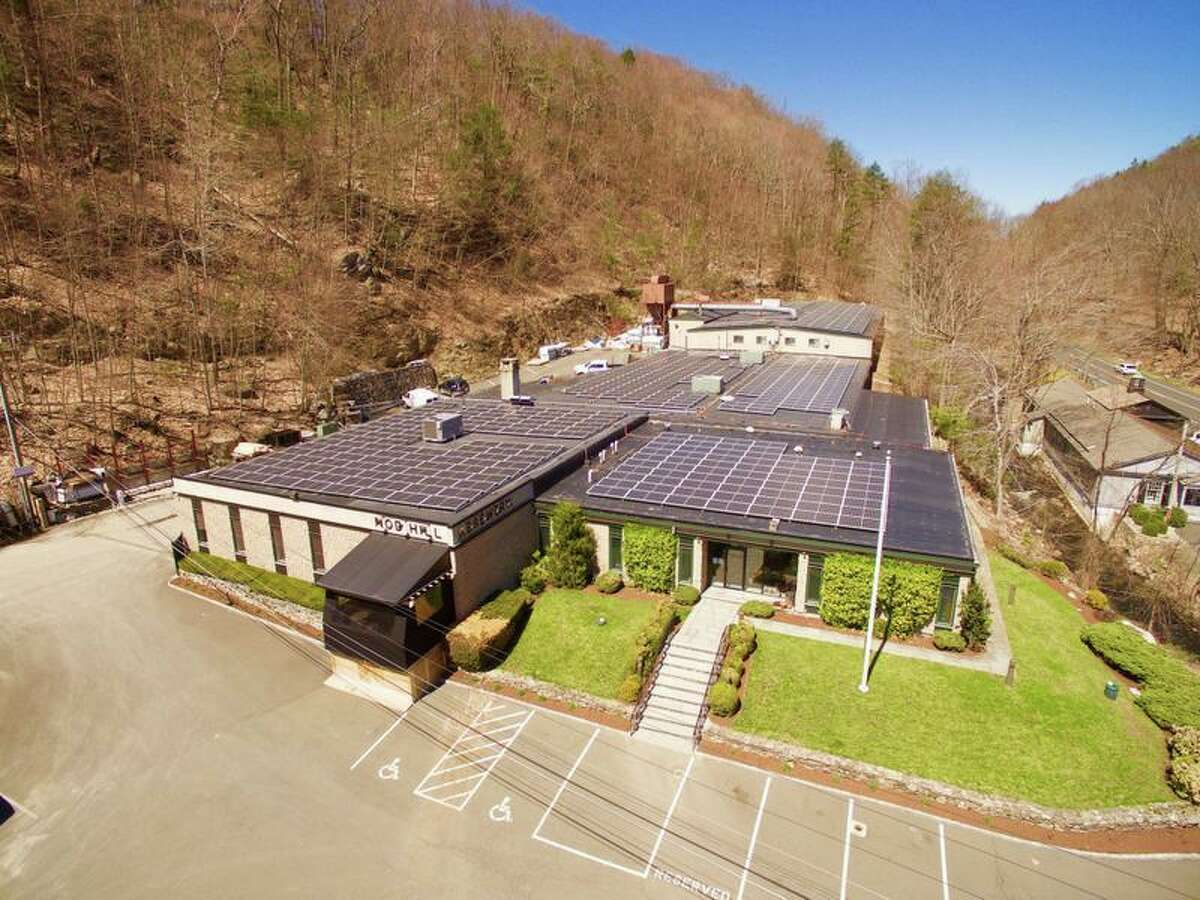 Nod Hill Brewery's new photovoltaic array unveiled in May 2019 at 137 Ethan Allen Highway in Ridgefield, Conn. (Photo courtesy Nod Hill Brewery)
