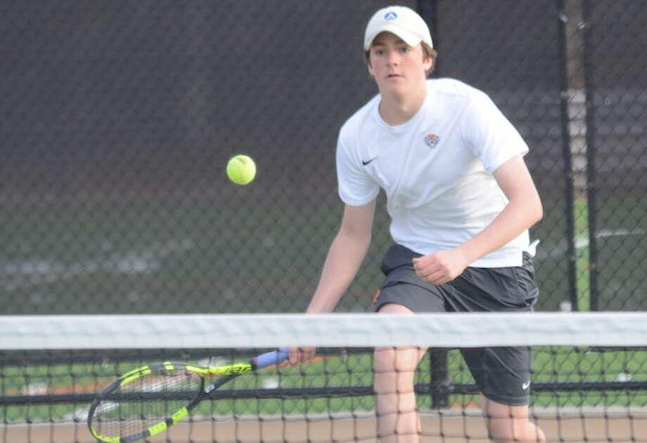 Carter Schroppe lines up a return shot during a recent Ridgefield High boys tennis match. — Andy Hutchison photo