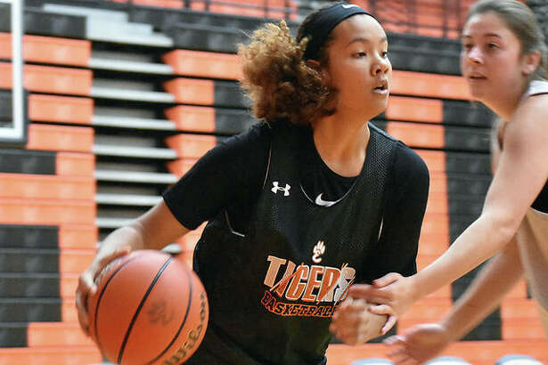 Edwardsville forward Sydney Harris drives the baseline during a summer scrimmage against EA-WR in the Scott Credit Union Shootout inside Lucco-Jackson Gymnasium last weekend.