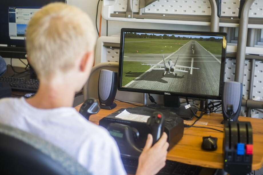 Sawyer Whalen, 13, plays with a flight simulator during the Midland Barstow Aviation Camp on Wednesday, June 26, 2019 at Jack Barstow Municipal Airport. (Katy Kildee/kkildee@mdn.net) Photo: (Katy Kildee/kkildee@mdn.net)
