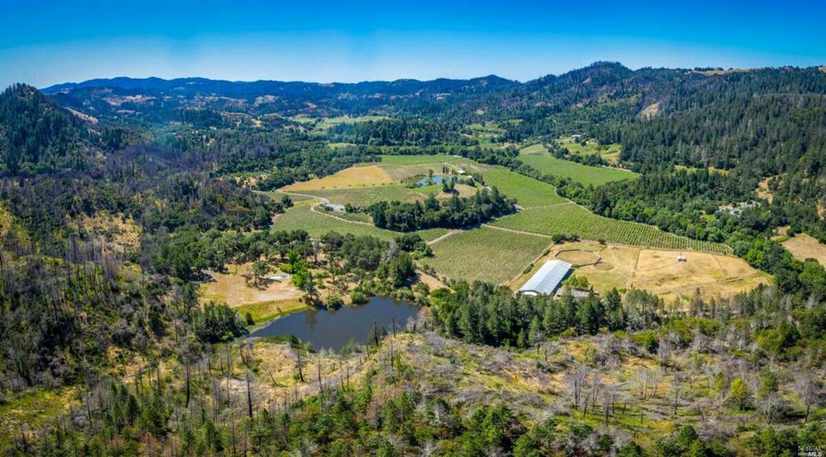 The real estate listing for a Calistoga ranch reads,