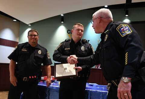 Vidor commends two officers for saving woman's life
