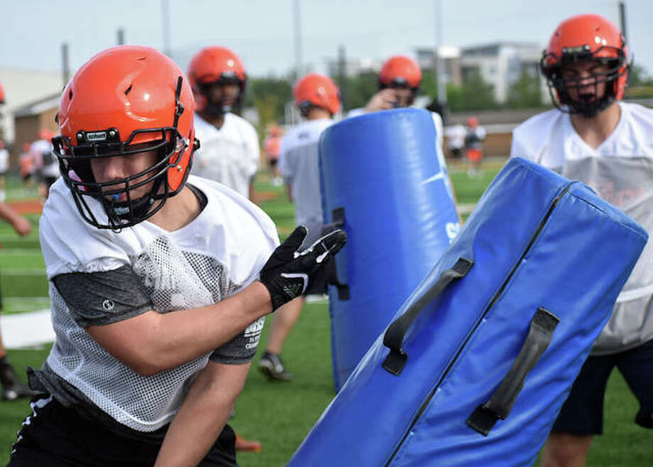 Edwardsville football players run through a drill during a summer workout inside the District 7 Sports Complex. Photo: Matt Kamp|The Intelligencer
