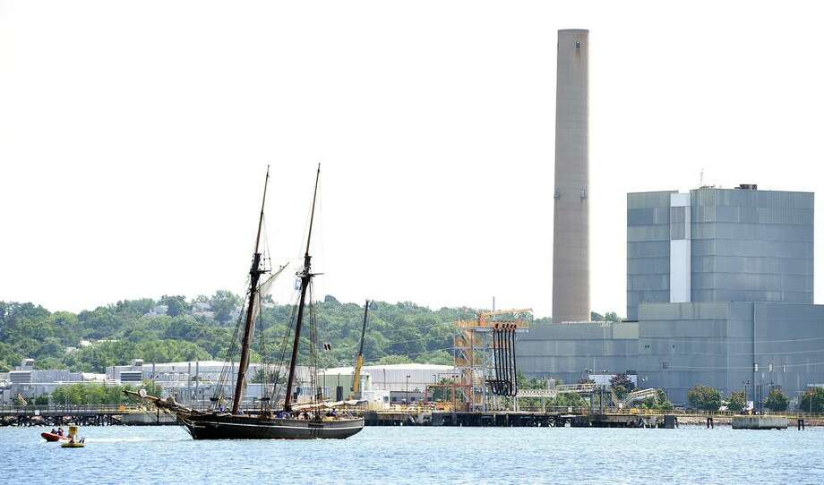 Students on a 250 mile Summer Voyages program traveling to Manhattan and back aboard the Amistad arrive back at the Amistad Pier in New Haven on August 15, 2018. Photo: Arnold Gold / Hearst Connecticut Media / New Haven Register