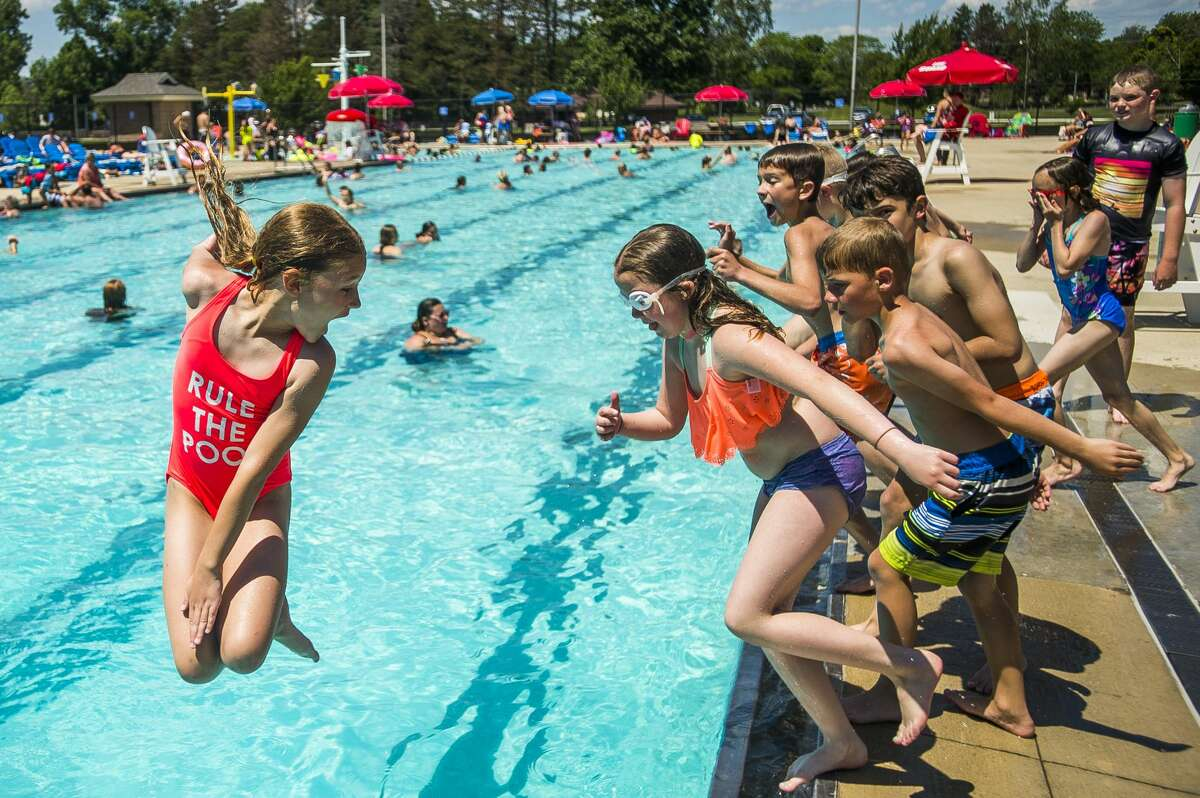 Abbie Steele, 10, jumps into the Plymouth Pool in 2019. (Katy Kildee/kkildee@mdn.net)