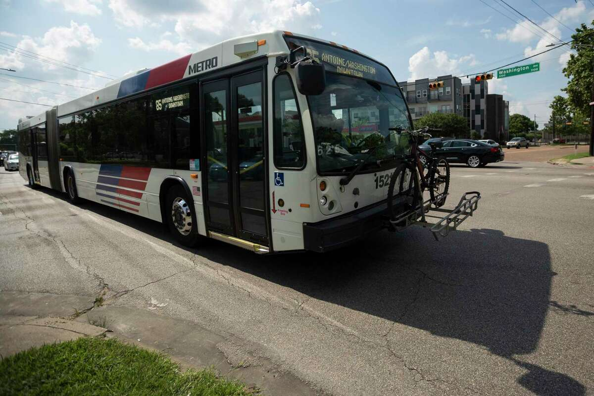 A Metropolitan Transit Authority Route 85 bus crosses the intersection of Washington Avenue and Studemont St. on June 10. Officials on Thursday said a proposal to extend light rail along Washington will not be included in the first round of projects under the MetroNext transit plan.