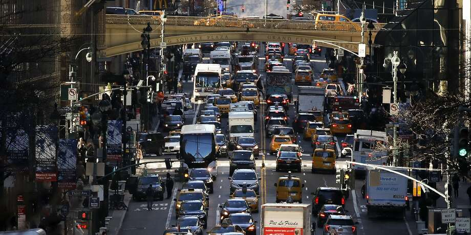 The top 50 worst commutes in the United States range from 25.3 minutes to 37 minutes, each way. Photo: Drew Angerer/Getty Images