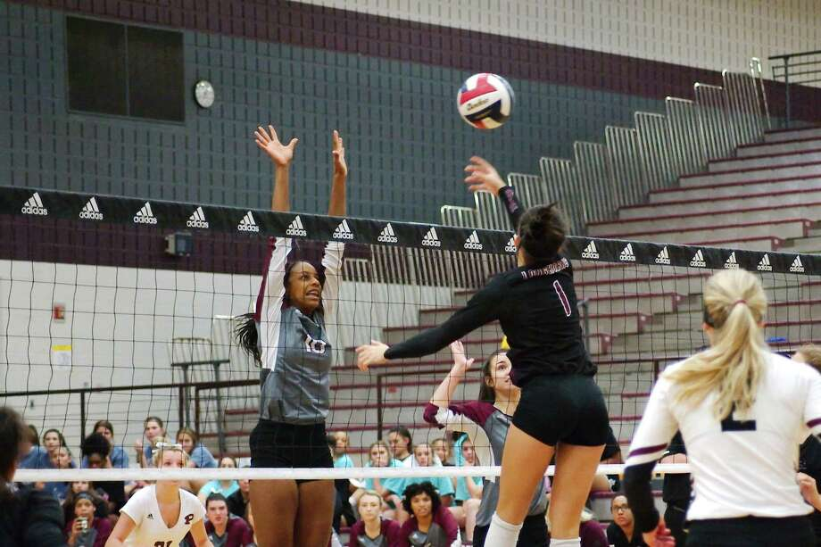 Pearland's Jackie Arrington (10), attempting to block in the middle, is a key returnee for the Lady Oiler volleyball team. Photo: Kirk Sides / Houston Chronicle / © 2018 Kirk Sides / Houston Chronicle